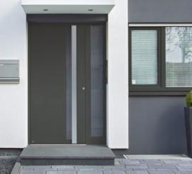 Алюминиевые входные двери в частном доме