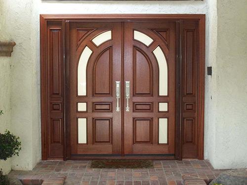 входные двойные двери в частный дом