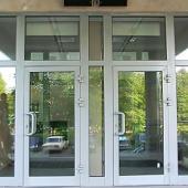 Комплект алюминиевых дверей в подъезд