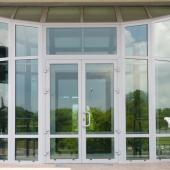 Комплект стеклянных входных дверей в магазин
