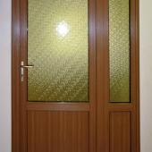 Входная дверь пластиковая ламминированная